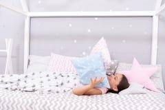 Weisen, schneller einzuschlafen Schlafen Sie so schnell wie möglich ein Schlafen Sie schneller ein und schlafen Sie besser Gesund stockbilder