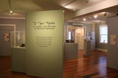 Weisen Sie das Umfassen des Anfangs der Krankheit und der Medizin, Ziegelstein-Speicher-Museum, Maine, 2016 auf Lizenzfreie Stockbilder