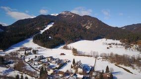 Weissbriach镇的滑雪倾斜在奥地利 库存照片