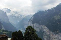 Weisse bonito Lutschine River Valley profundo nos cumes, Suíça Imagens de Stock Royalty Free