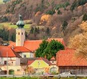 Weissenkirchen,奥地利在小镇11月2015年,有chur的A 库存照片