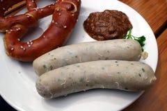 weisswurst för veal för senf för bavarianbrezeler s sa Royaltyfri Bild