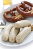 Weisswurst, pretzel, bier, Duits voedsel Stock Afbeeldingen