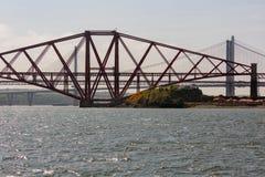 Weiter Eisenbahnbrücke über Förde von weiter nahe Edinburgh, Schottland stockbilder