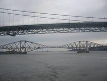 Weiter Schienen-und Straßen-Brücken Lizenzfreie Stockfotografie