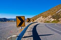 Weiter Weg, der heraus ausdehnt, um Berg zu trocknen Stockbild