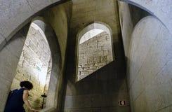 Weitere Treppenhäuser des sehr schmalen Granitsteins im Palast der Herzöge von Braganza der normannischen Art in Guimaraes Stockfotografie