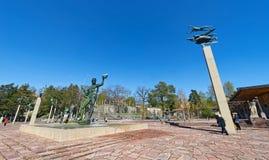 Weitwinkelansicht bei Millesgarden mit Statuen des Bildhauers Car Stockbild