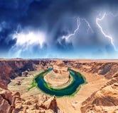 Weitwinkelansicht der Kehre während eines Sturms, Seite - Arizona Stockbild