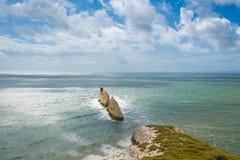 Weitwinkelansicht der Nadeln; Insel von Wight Lizenzfreies Stockfoto