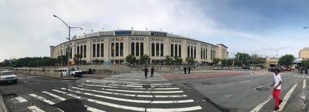 Weitwinkelansicht des Yankee Stadium vor Spiel in Bronx New York lizenzfreie stockfotos
