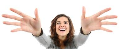 Weitwinkelansicht einer Frau, die versucht zu erreichen Lizenzfreie Stockbilder