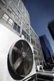 Städtische HVAC-Luft Contidioner Einheit im Freienmanhattan New York Bleac Stockfotografie