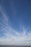 Weitwinkelansicht von Windpark im niederländischen Noordoostpolder, Flevol lizenzfreies stockfoto