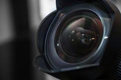 Weitwinkelobjektiv mit Gegenlichtblende, Schatten Lizenzfreies Stockfoto