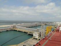 Weizen ist Taiwan-Lao, der Öltanker entlädt lizenzfreies stockfoto