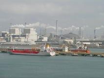 Weizen ist Taiwan-Lao, der Öltanker entlädt stockfotografie
