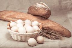 Weizenbrot und -eier Lizenzfreie Stockfotos