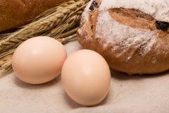 Weizenbrot und -eier Stockbild