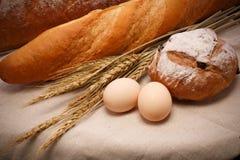 Weizenbrot und -eier Lizenzfreies Stockfoto
