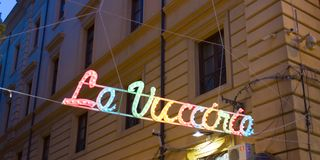 Wejście od S Domenico kwadrat Vucciria rynek przy zmierzchem obrazy royalty free