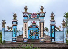 Wejście ściana rodzinna doniosła fabuła przy cmentarzem. Fotografia Stock