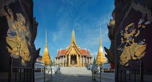 Wejście świątynia Szmaragdowy Buddha z obrazami w Bangk Obrazy Stock