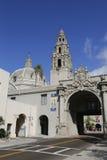 Wejście balboa park i San Diego muzeum mężczyzna w San Diego, Kalifornia zdjęcie royalty free