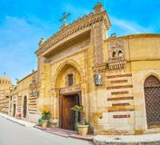 Wejście bramy Wiszący kościół w Kair, Egipt zdjęcie royalty free