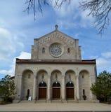 Wejście dębu parka kościół Fotografia Stock