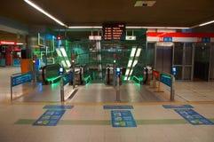 Wejście eskalator Helsingin yliopisto stacja metru obraz stock