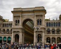 Wejście Galleria Vittorio Emanuele II w Mediolan, Włochy stary centrum handlowe zdjęcia royalty free