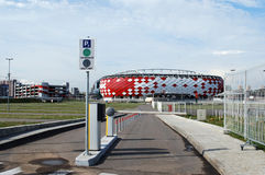 Wejście na parking Otkrytiye areny stadium futbolu klubu ` Spartak ` Kreml miasta krajobrazu noc znaleźć odzwierciedlenie rzeki m Obrazy Royalty Free