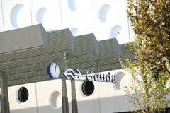 Wejście na zadku stacja kolejowa miasto Gouda na Bloemendaal okręgu w holandiach zdjęcie stock