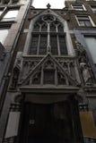 Wejście podwórze dokąd lokalizuje Angielski kościół w Begijnhof w Amsterdam holandiach Wrzesień 2017 zdjęcia royalty free