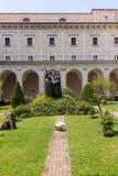 Wejście przyklasztorny Monte Cassino opactwo i śmierć świętego Benedykt statua Monte Cassino, Włochy obraz royalty free