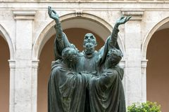 Wejście przyklasztorny Monte Cassino opactwo i śmierć świętego Benedykt statua Włochy zdjęcie stock