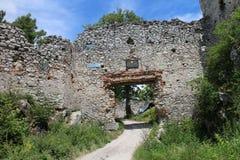 Wejście ruiny Tematin kasztel, Sistani zdjęcia stock