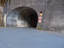Wejście tunel bez pedestrians pozwolić zdjęcie stock