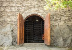 Wejście w kamiennej ścianie Zdjęcie Stock