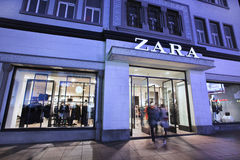 Wejście Zara ujście przy nocą, Dalina, Chiny Zdjęcie Stock