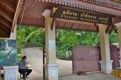 Wejściowa brama Kuangsi siklawy park Luang Prabang Laos zdjęcie royalty free