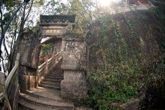 Wejściowa pobliska smok brama na Zachodnim wzgórzu w Kumming mieście Fotografia Royalty Free