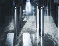 Wejściowy bramy karty dostępu systemu bezpieczeństwa budynek biurowy zdjęcie royalty free