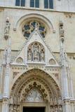 Wejściowy portal na Zagreb katedrze na Kaptol obrazy stock