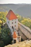 Wejściowy teren z podwórzem widzieć od wierza w Kokorinsko krajobrazu terenie w jesiennym republika czech przy rankiem Kokorin ka Obraz Stock