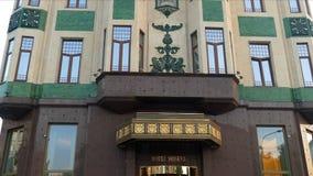 Wejście i fasada przy Luksusowym Hotelowym Moskwa w Belgrade, Serbia zbiory wideo