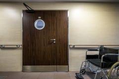 Wejście sala szpitalna z wózkiem inwalidzkim Obrazy Stock