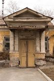 Wejście stary zaniechany dom Zdjęcia Royalty Free