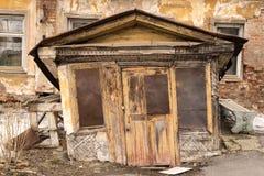 Wejście stary zaniechany dom Zdjęcie Stock